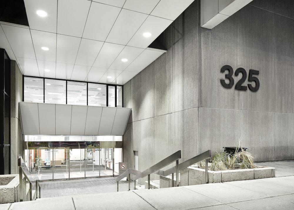 325 Front Street West - Entrance